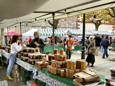 Honey Fair in Llubi